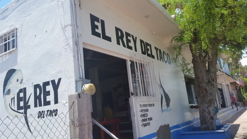 The front of El Rey Del Taco in Loreto, Mexico
