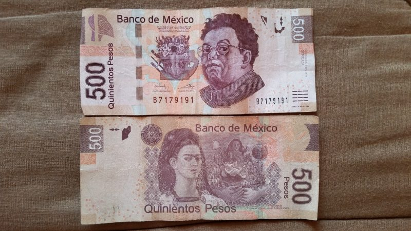 The front and back of a 500 peso note from Mexico.