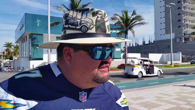 A man wearing a hat giving one of his famous tours of Mazatlan.