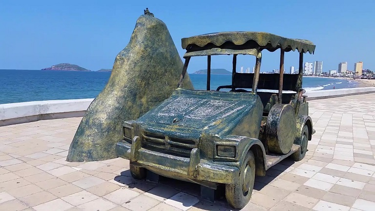 A bronze monument dedicated to the iconic Pulmonia vehicles.